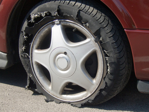 Nổ lốp, thế giới lốp, lop xe, lốp xe ô tô, giá lốp, gia lop