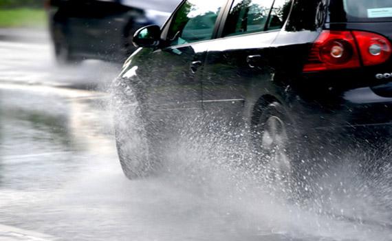 Lái xe an toàn khi đường trơn trượt