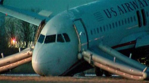 Máy bay nổ lốp khi cất cánh ở Mỹ, hành khách đều an toàn
